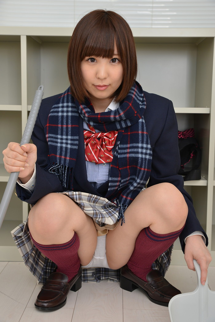 【JKコスプレエロ画像】コスプレといえどこれはイケる!まだまだ現役で通りそうなJKコスプレした女の子! 27