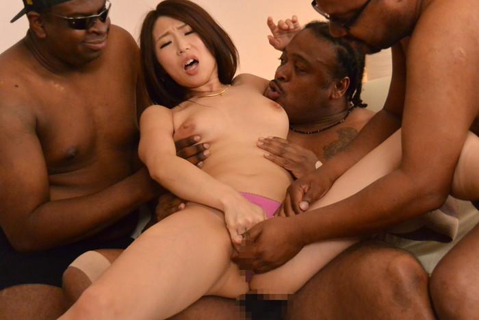 【黒人男性vs日本人女性エロ画像】巨大チンポの黒人と日本人女性の激しすぎるセックス! 14