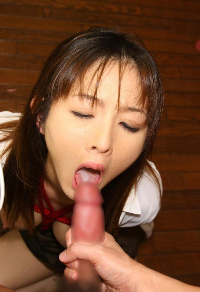【口内発射エロ画像】女の子の口の中に濃厚なザーメンを注ぎこめwwwww 22