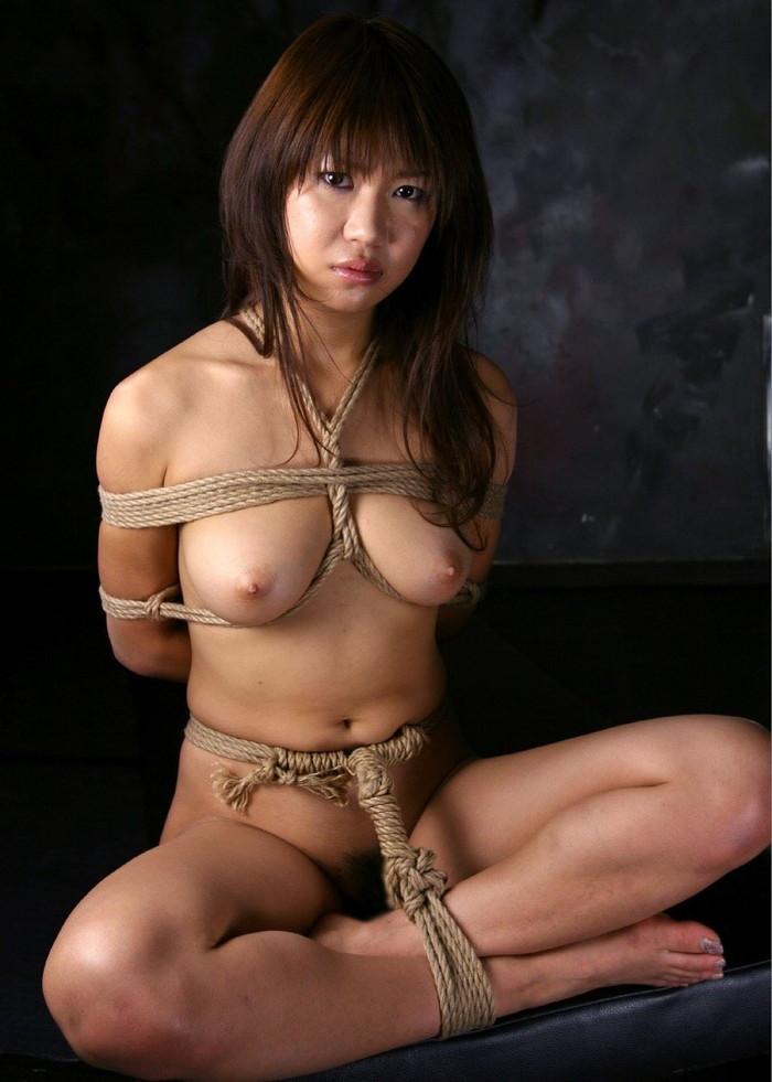 【SM緊縛エロ画像】全身をロープで縛られた自由の利かない女の子の姿に勃起したww 19
