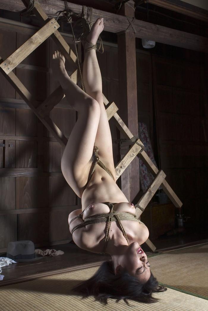 【SM緊縛エロ画像】全身をロープで縛られた自由の利かない女の子の姿に勃起したww 20