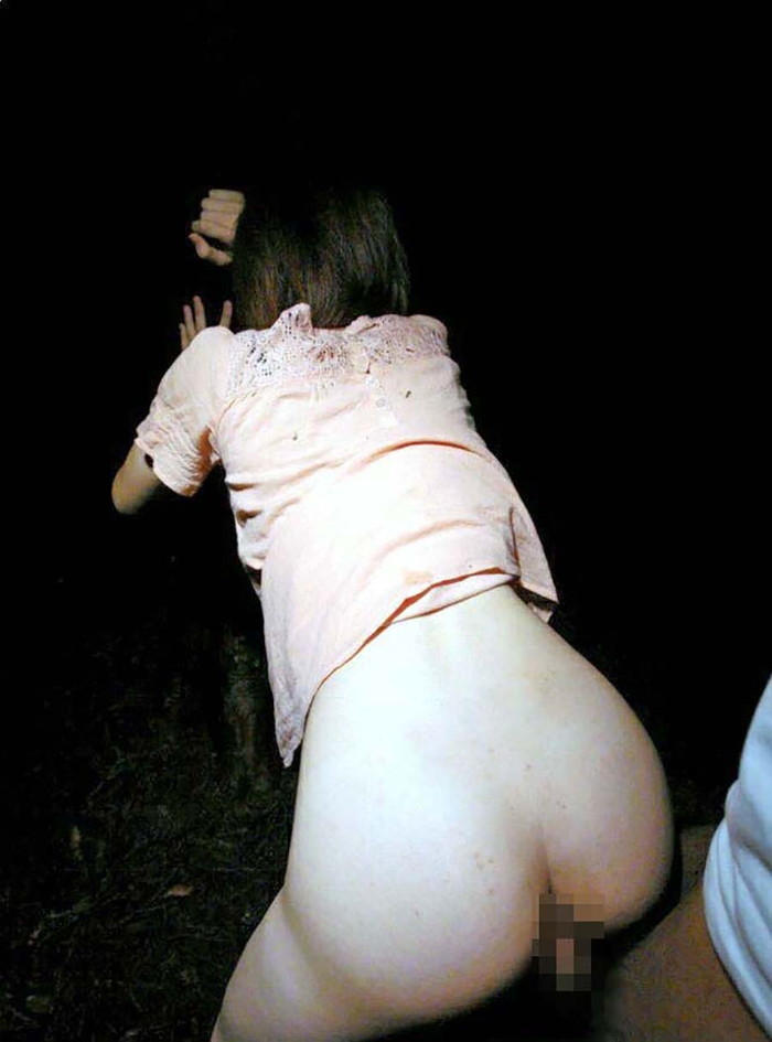 【野外セックスエロ画像】開放感たっぷりの野外でセックスするカップルwww 04