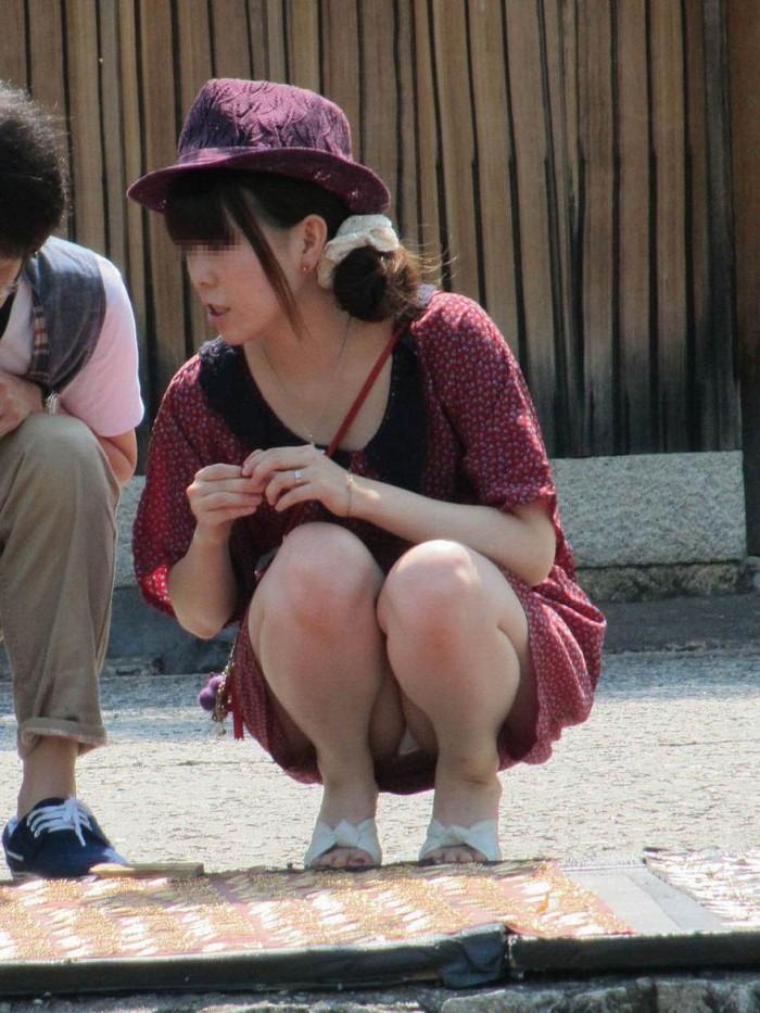 【街撮りパンチラエロ画像】偶発的な素人娘たちのパンチラ画像って良いよな!? 10