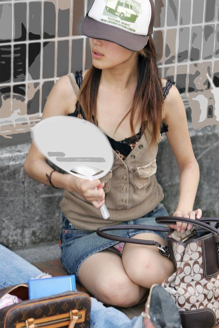 【街撮りパンチラエロ画像】偶発的な素人娘たちのパンチラ画像って良いよな!? 13