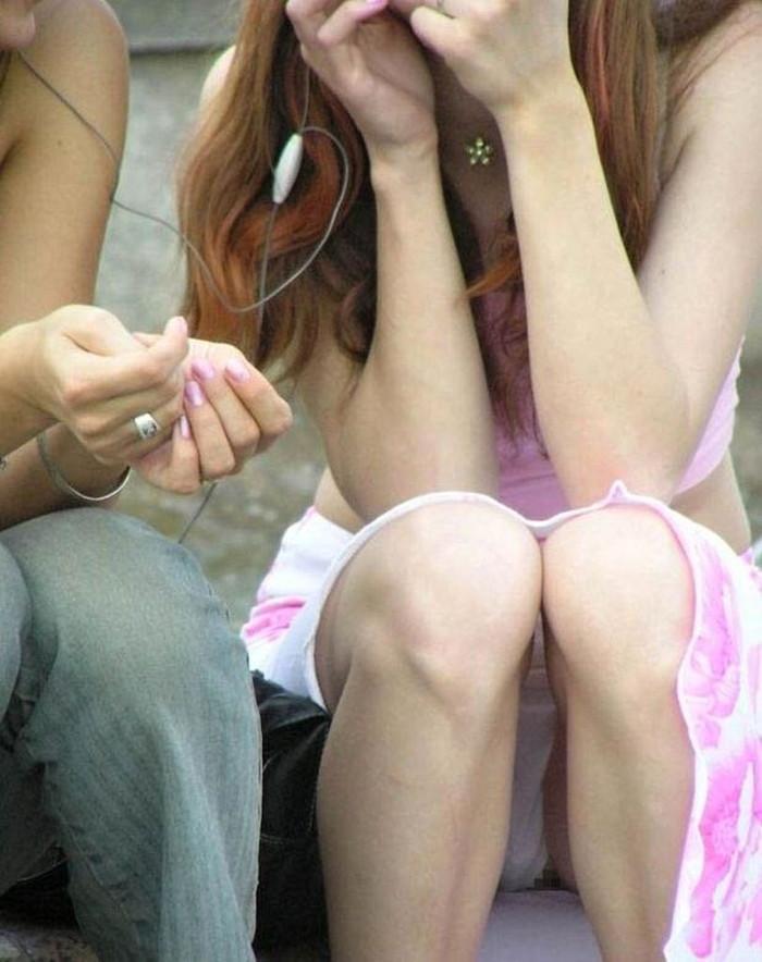 【街撮りパンチラエロ画像】偶発的な素人娘たちのパンチラ画像って良いよな!? 15