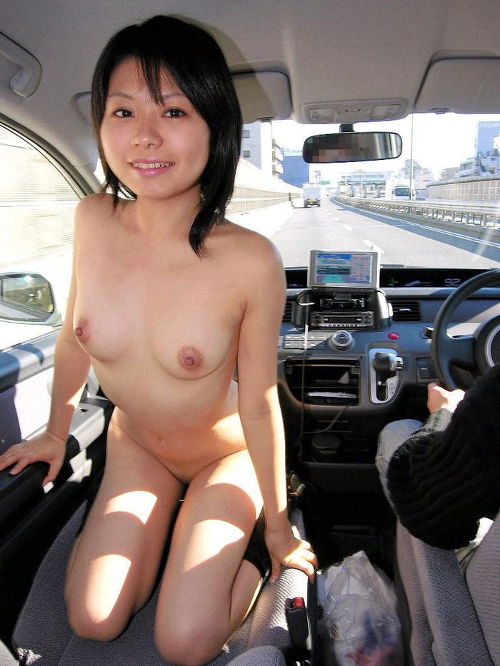 【車内露出エロ画像】カーセックス前!?車内で露出した破廉恥画像が流出!? 12