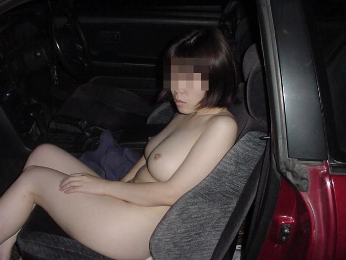 【車内露出エロ画像】カーセックス前!?車内で露出した破廉恥画像が流出!? 16