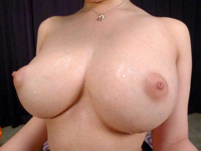 【巨乳エロ画像】女性の象徴といわれるおっぱい!存在感たっぷり巨乳女子!w 18