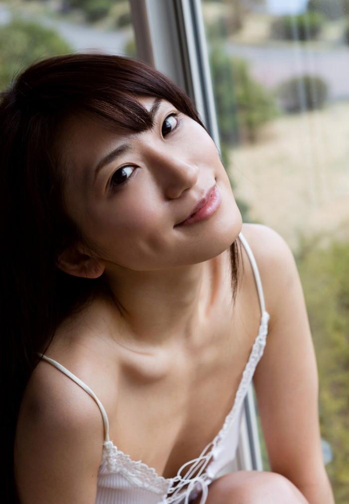 【美熟女エロ画像】この悩ましさと妖艶な雰囲気!こちらからお願いしたい美熟女! 09