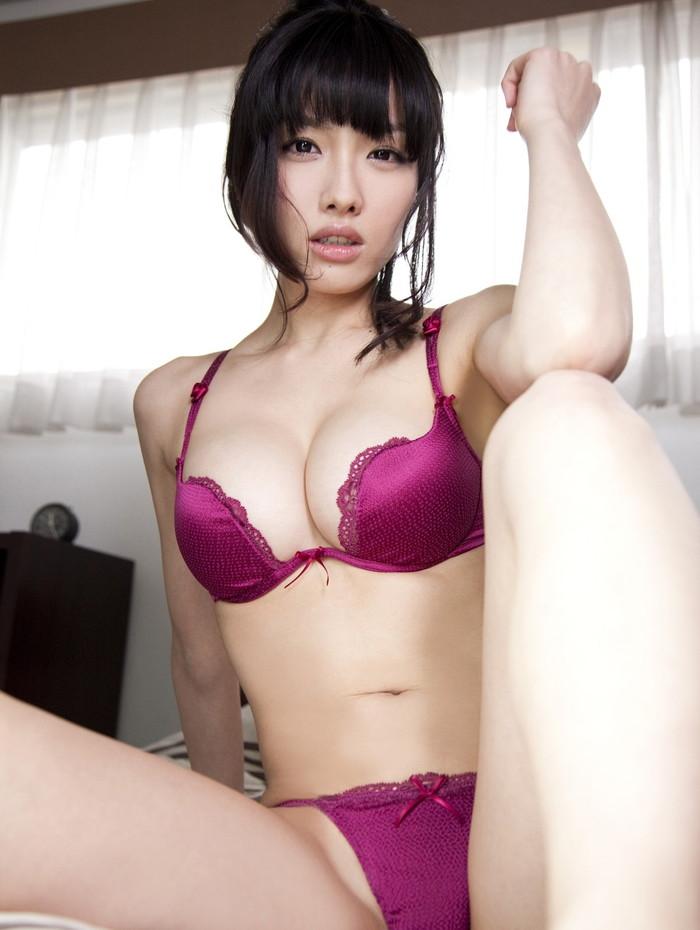 【美熟女エロ画像】この悩ましさと妖艶な雰囲気!こちらからお願いしたい美熟女! 25
