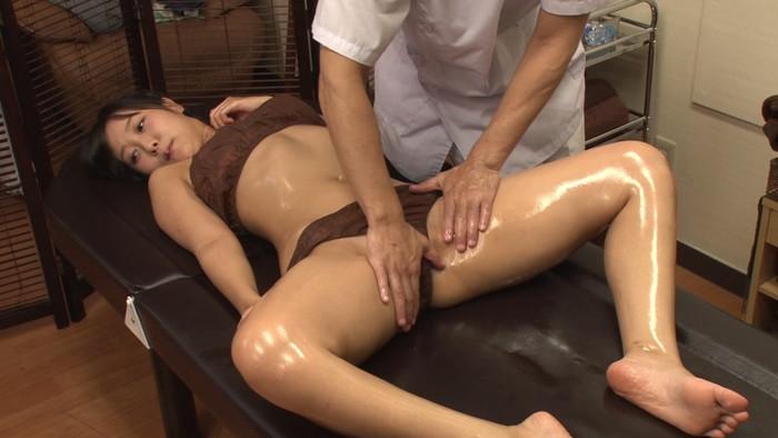 【マッサージエロ画像】女性の肌に直接触れられる職業!こんなん裏山!www 08