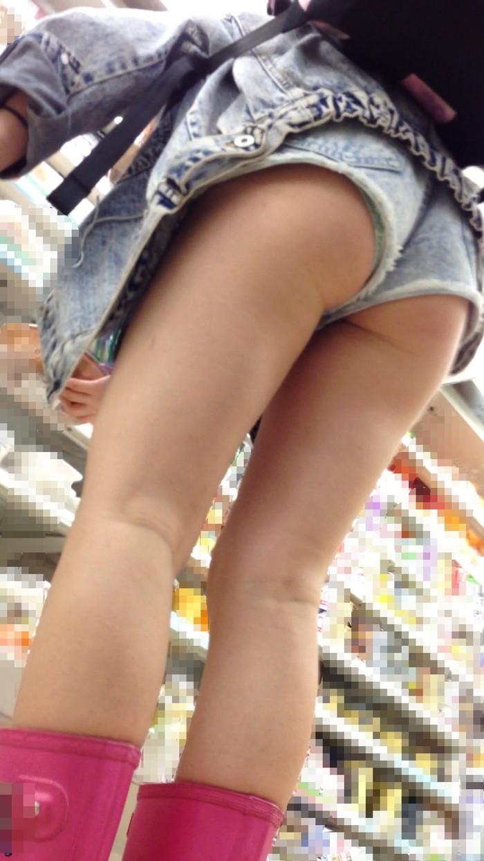 【ホットパンツエロ画像】太もも丸出し!ホットパンツに視線は集中! 09