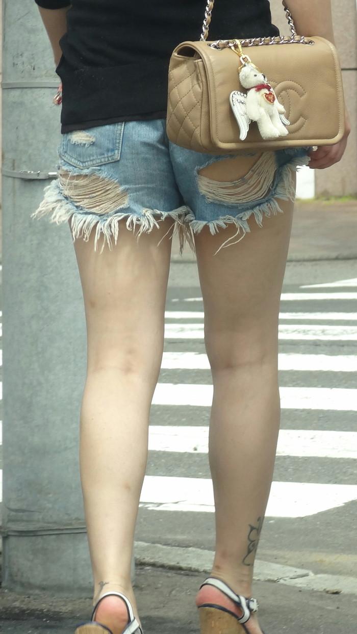 【ホットパンツエロ画像】太もも丸出し!ホットパンツに視線は集中! 15