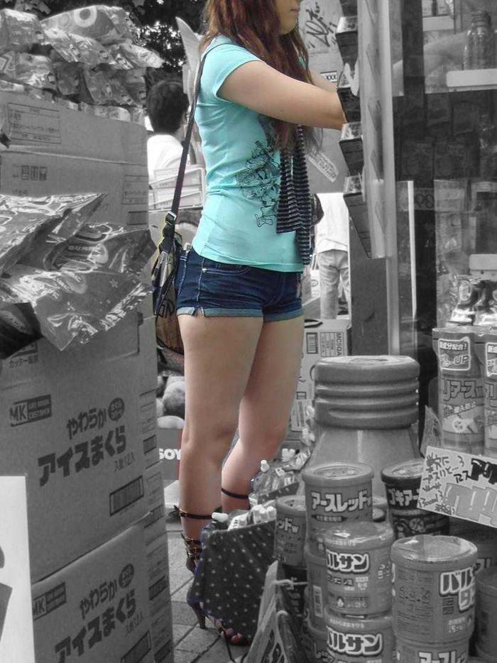 【ホットパンツエロ画像】太もも丸出し!ホットパンツに視線は集中! 24