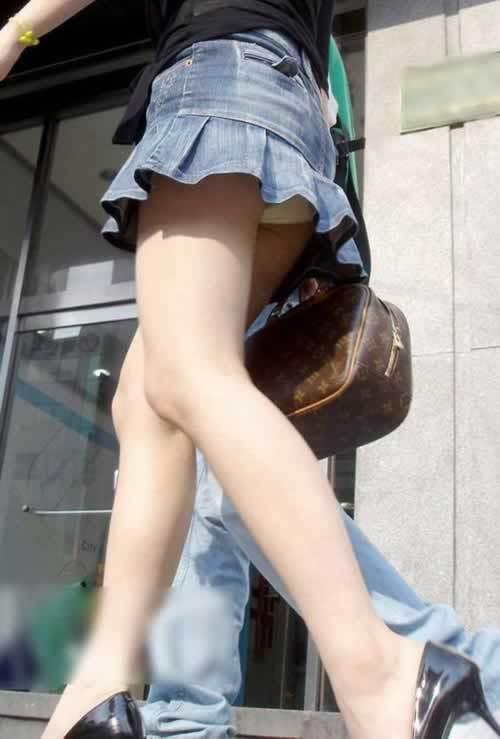 【素人美脚エロ画像】街中を歩く素人娘たちの美味しそうな美脚に妄想大爆発!?w 01