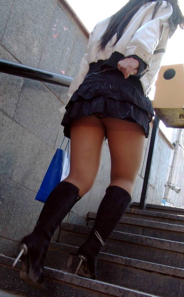 【素人美脚エロ画像】街中を歩く素人娘たちの美味しそうな美脚に妄想大爆発!?w 06