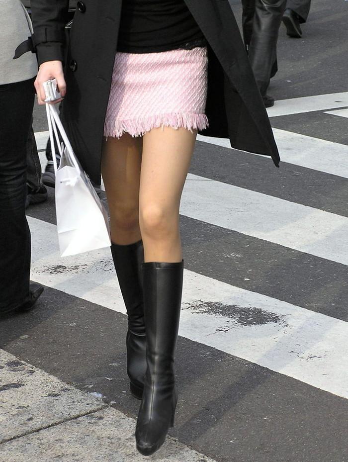 【素人美脚エロ画像】街中を歩く素人娘たちの美味しそうな美脚に妄想大爆発!?w 13