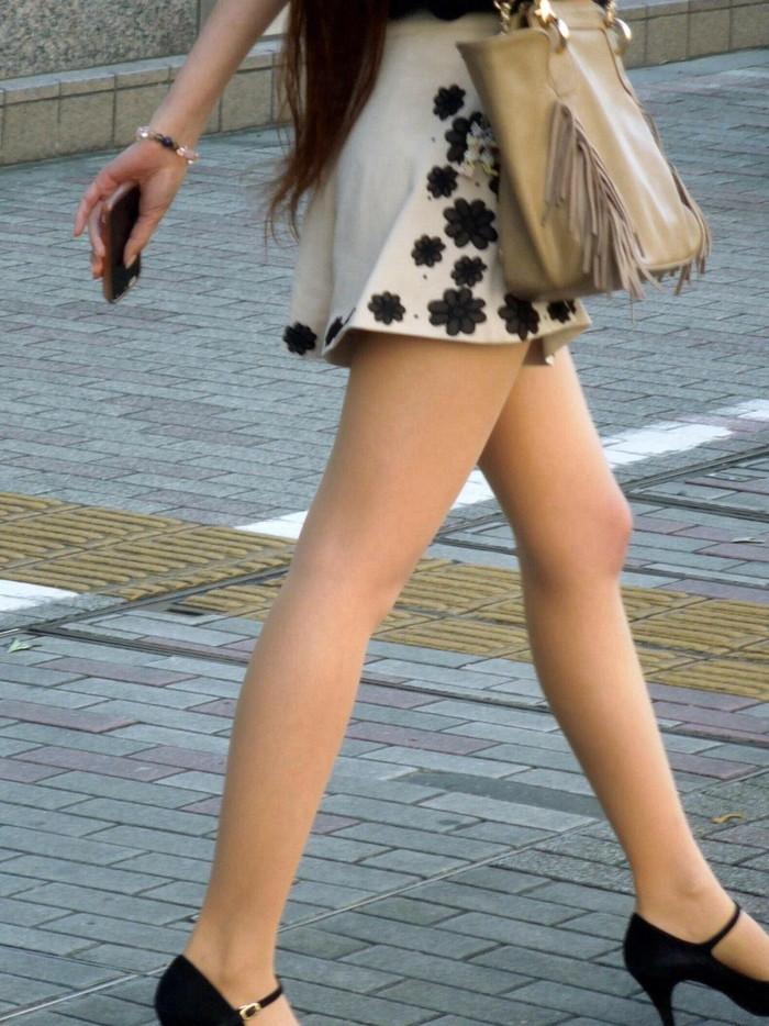【素人美脚エロ画像】街中を歩く素人娘たちの美味しそうな美脚に妄想大爆発!?w 30
