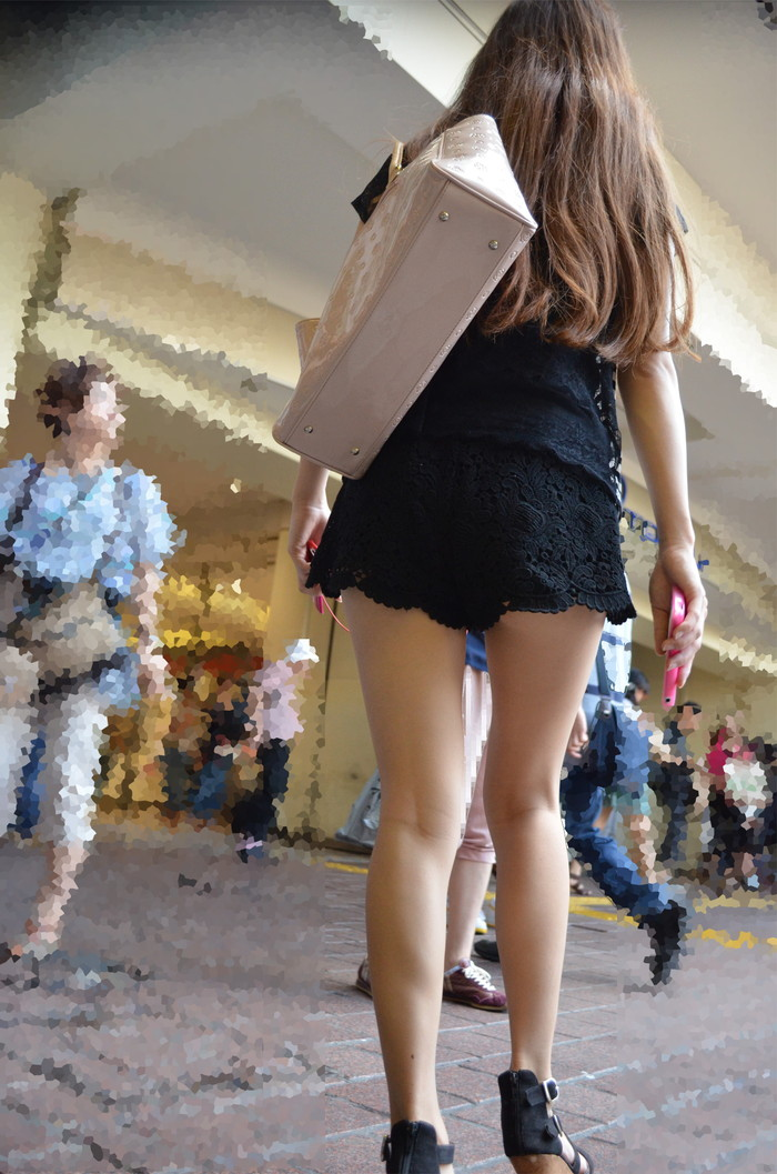 【素人美脚エロ画像】街中を歩く素人娘たちの美味しそうな美脚に妄想大爆発!?w 31