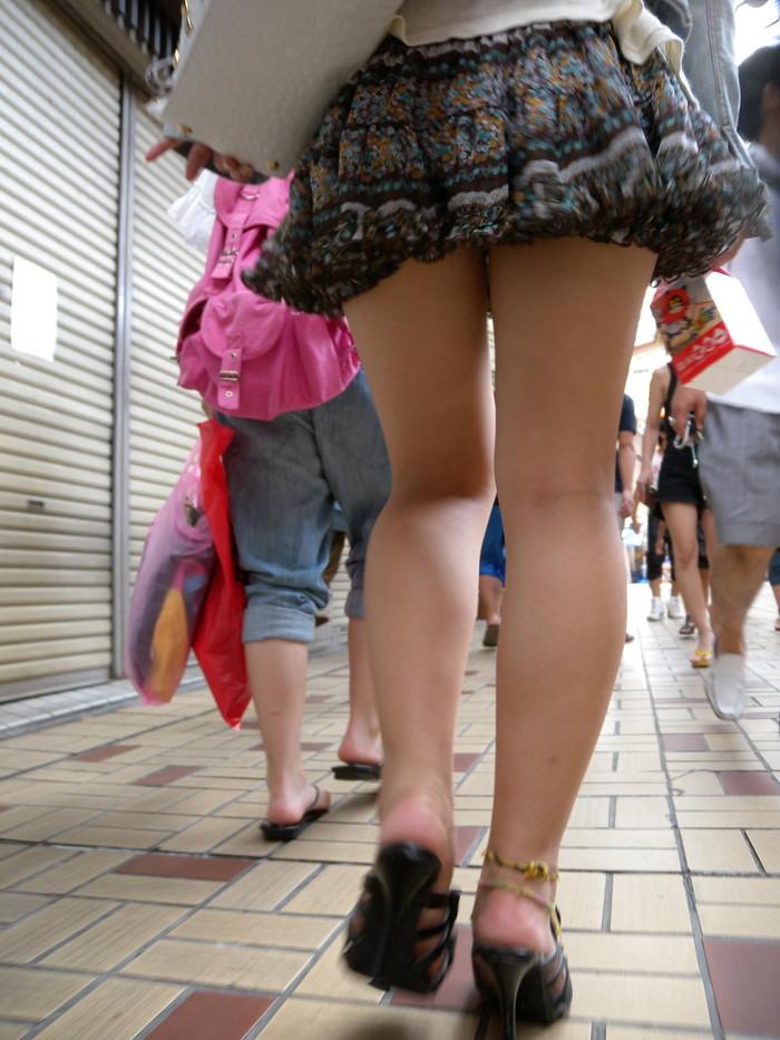 【素人美脚エロ画像】街中を歩く素人娘たちの美味しそうな美脚に妄想大爆発!?w 32