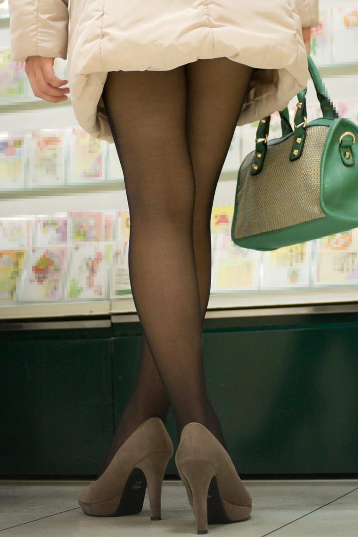 【素人美脚エロ画像】街中を歩く素人娘たちの美味しそうな美脚に妄想大爆発!?w 33