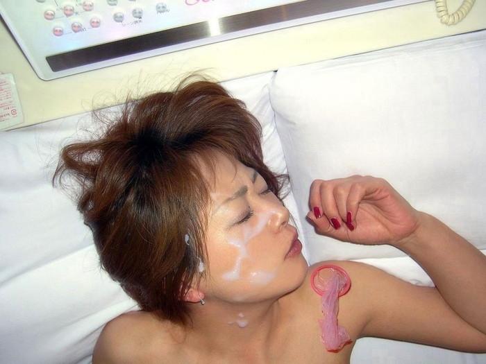 【顔射エロ画像】可愛い女の子の顔にたっぷりザーメンぶっかけたったww 20