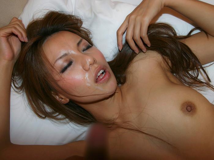 【顔射エロ画像】可愛い女の子の顔にたっぷりザーメンぶっかけたったww 25