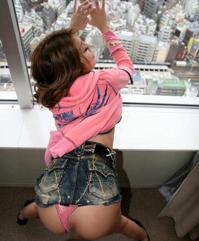 【着衣エロ画像】男の視覚を性的に刺激する乱れた着衣の魅力! 22