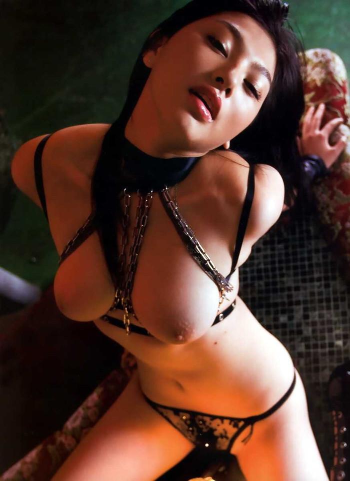 【ボンテージエロ画像】ボンテージ姿の女の子ってやっぱり女王様のイメージ? 01