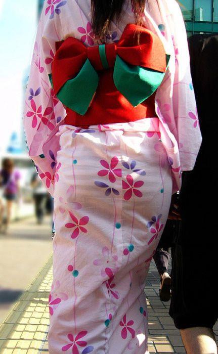 【透けパンエロ画像】街中を歩いていてパンツが透けている事に気づかない女! 07