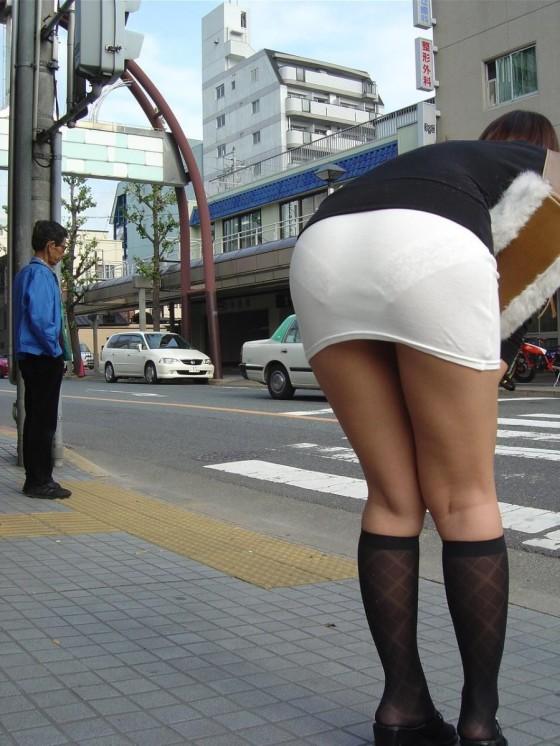 【透けパンエロ画像】街中を歩いていてパンツが透けている事に気づかない女! 20