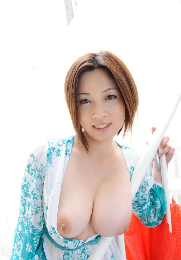 【巨乳エロ画像】神が与えた奇跡のおっぱい!美巨乳おっぱいの女たち! 24