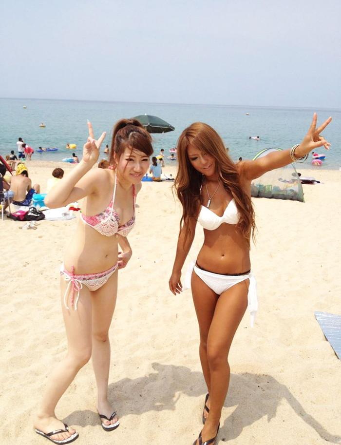 【素人水着エロ画像】ビーチで!プールではしゃく生々しい水着の素人娘! 02