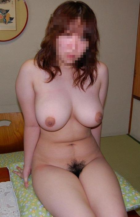 【素人投稿エロ画像】自らネットに卑猥な姿を晒した見せたがり素人娘! 02