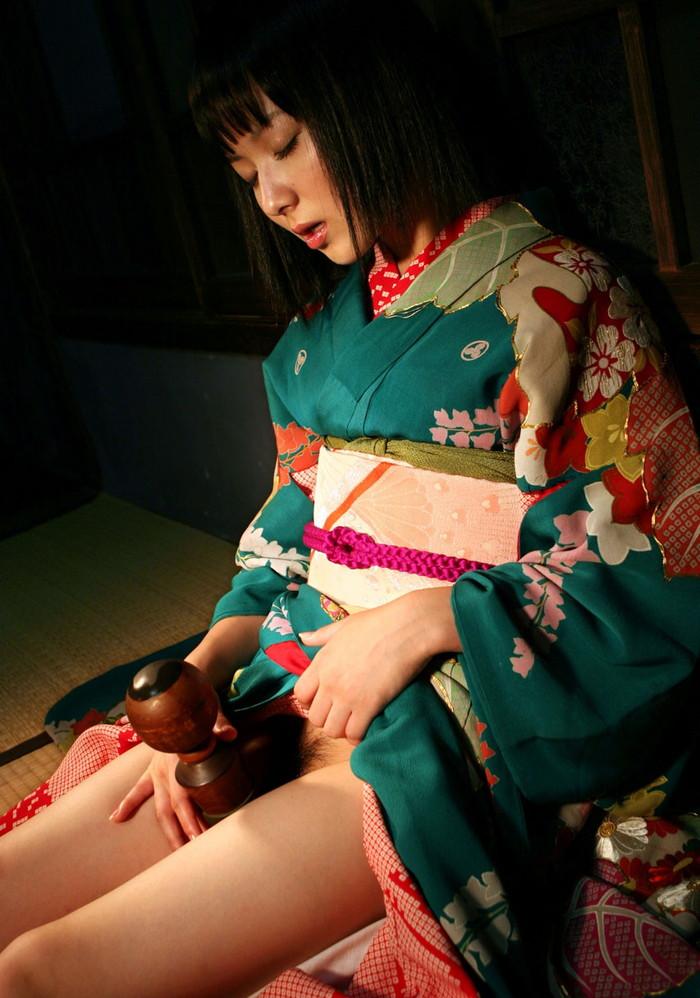 【和服エロ画】和服姿の日本人女性の艶かしい姿にフル勃起確定! 07