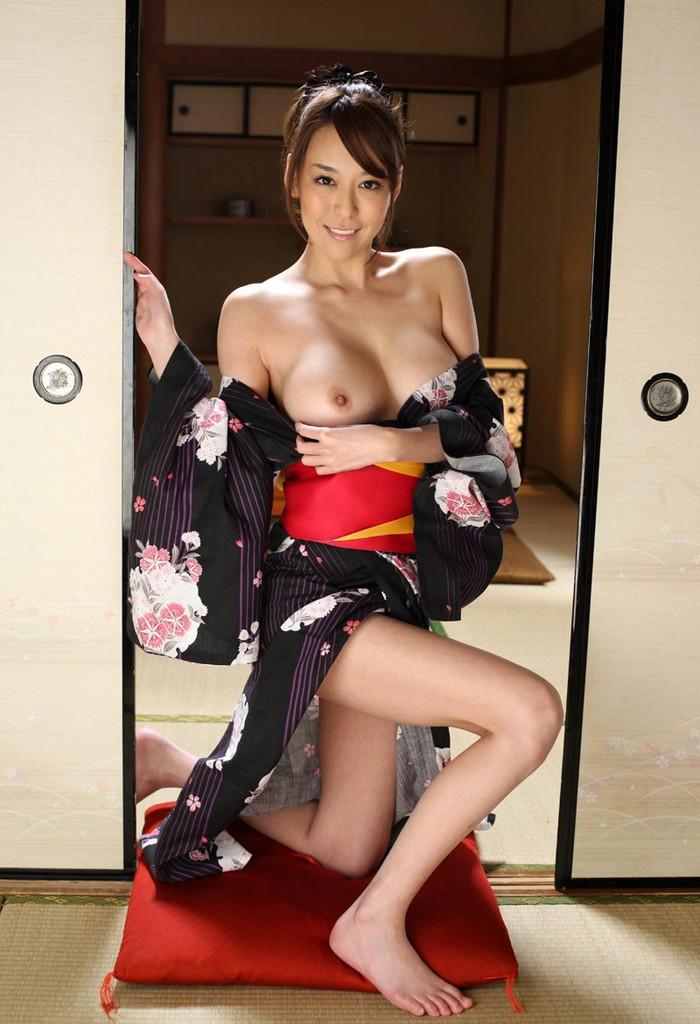 【和服エロ画】和服姿の日本人女性の艶かしい姿にフル勃起確定! 24