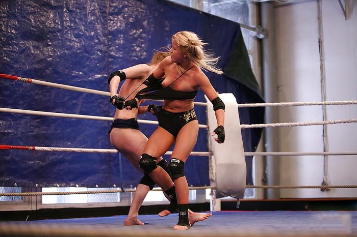【キャットファィトエロ画像】これは格闘技というよりも女同士の破廉恥ショー!?w 24