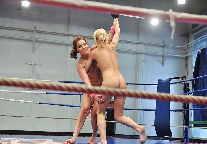 【キャットファィトエロ画像】これは格闘技というよりも女同士の破廉恥ショー!?w 26