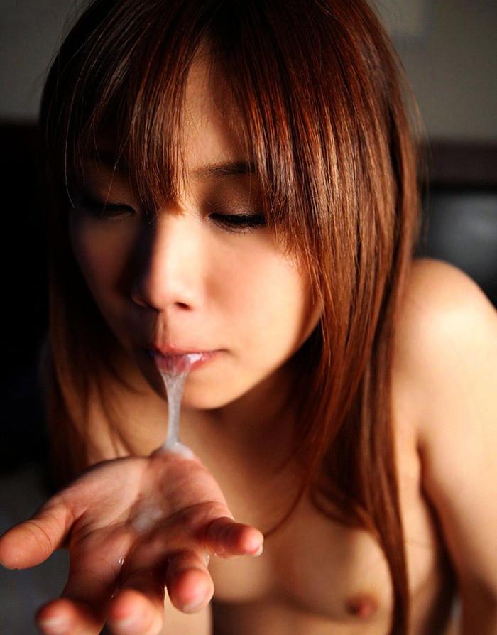 【口内射精エロ画像】口内に射精されたザーメンを見せ付ける変態女子www 02
