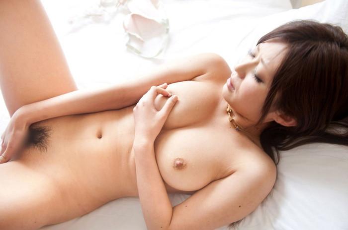 【指オナニーエロ画像】女の子自身の指で自身の性器を厭らしく弄ぶ…。 16