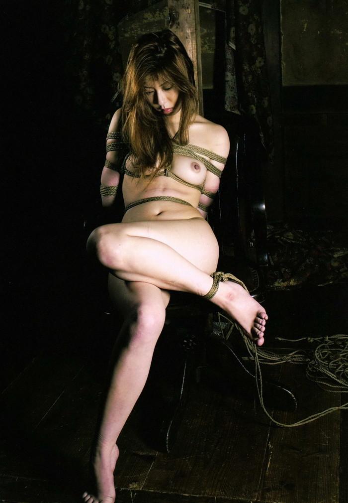 【SM緊縛エロ画像】あられもない姿で緊縛された女たちの姿にフル勃起!? 19