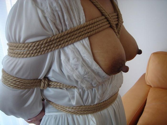 【SM緊縛エロ画像】あられもない姿で緊縛された女たちの姿にフル勃起!? 24
