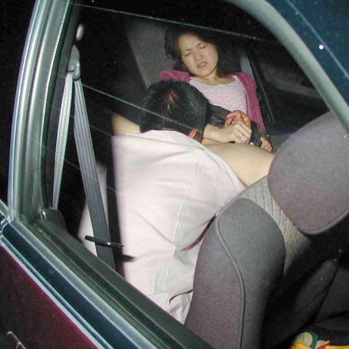 【カーセックスエロ画像】車内でセックス!カーセックスってやったことあるか? 01