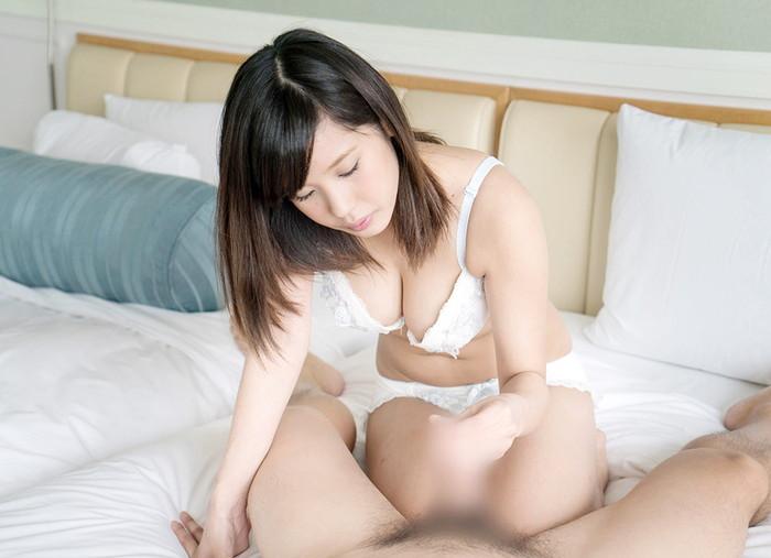 【手コキエロ画像】生々しい美女たちの手コキのリアルなエロ画像に大興奮! 07