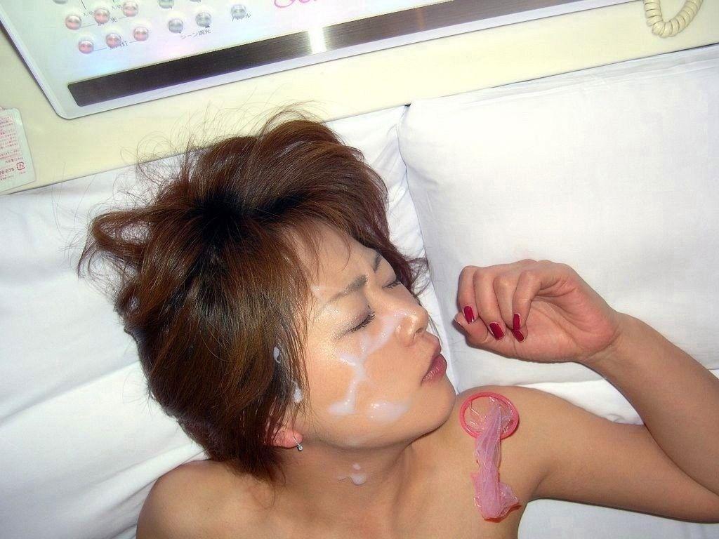 【顔射エロ画像】女の子の顔に濃厚な男汁ぶっかけたれや!www