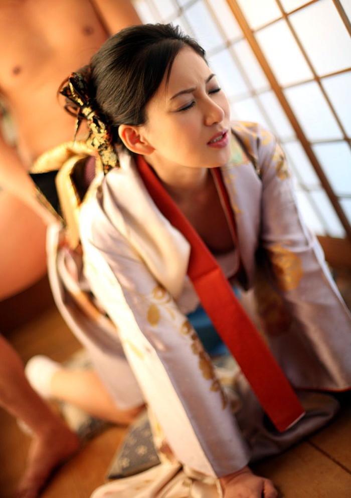 【和服エロ画像】日本の心といえば和服!和服姿でセックスする日本人女性! 06