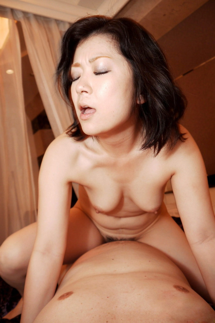 【悦顔エロ画像】これはガチで感じている!女の子のセックス中のエロい表情! 04