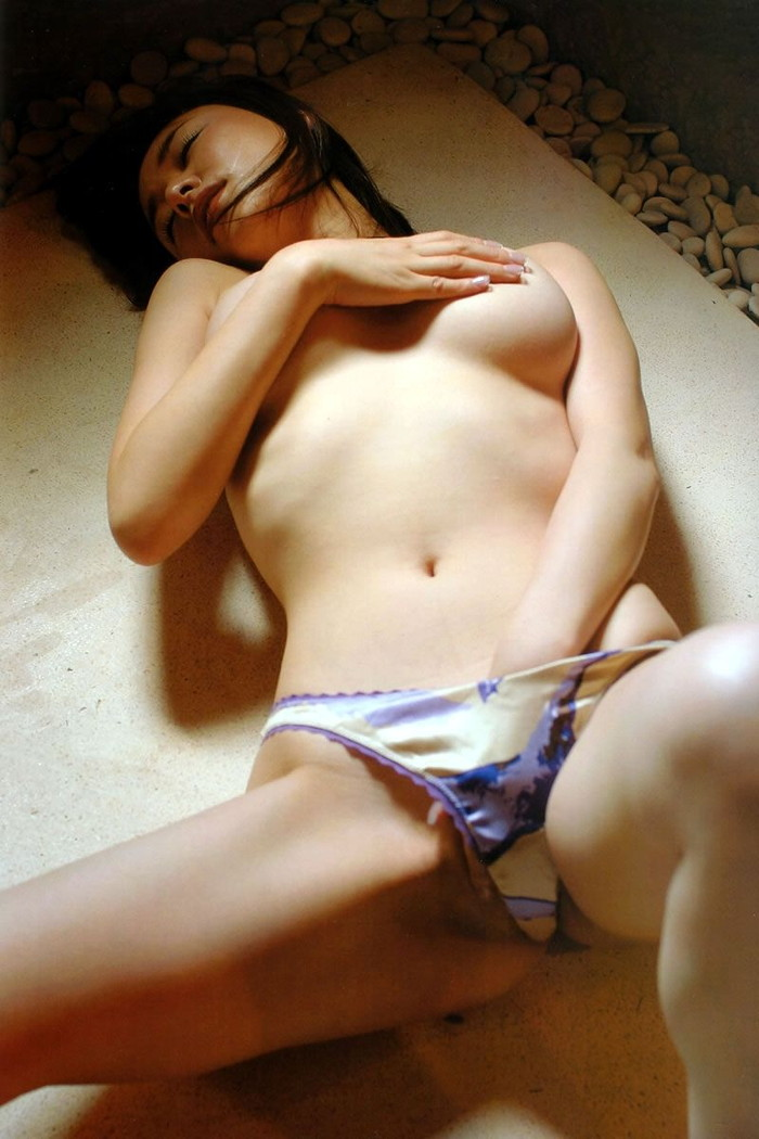 【指オナニーエロ画像】持て余した性欲を自分で処理するオナニー女子!w 05