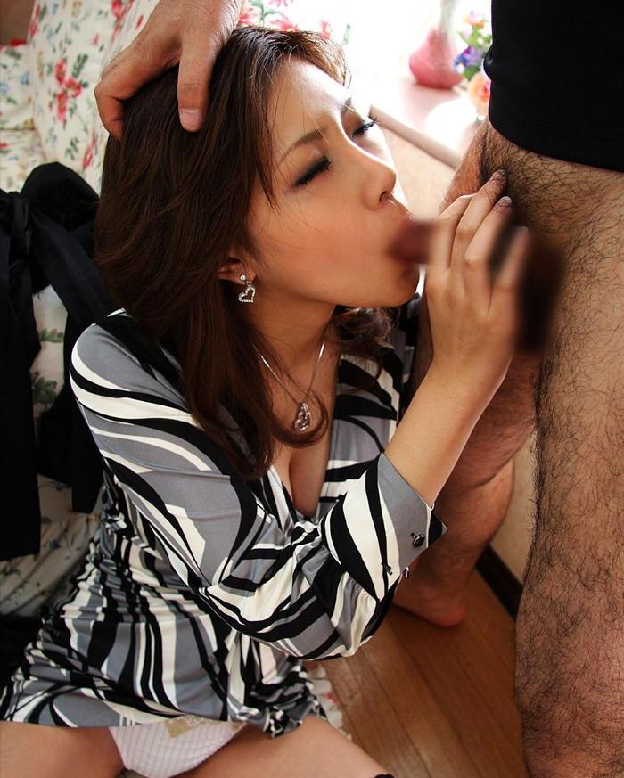 【フェラチオエロ画像】改めてみると女がチンポ咥える姿ってエロすぎるよな!? 20