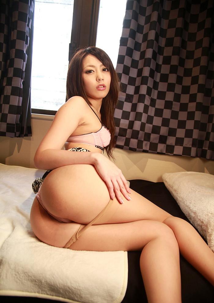 【Tバックエロ画像】セクシーに魅力的に女の子のお尻をアピール! 24